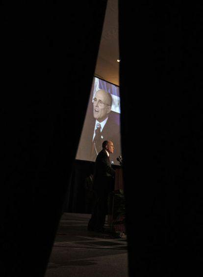 Giuliani se dirige a la convención nacional de abogados el pasado día 16 en Washington.