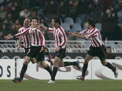 Los jugadores del Athletic celebran uno de sus goles.
