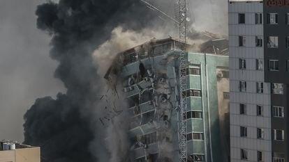 Ataque israelí al edificio sede de medios internacionales, el 15 de mayo en Gaza.