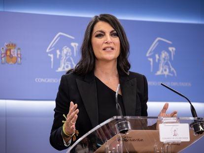 La secretaria general del grupo de Vox en el Congreso, Macarena Olona, durante una rueda de prensa posterior a la Junta de Portavoces en el Congreso, este martes en Madrid.