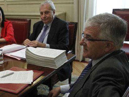 Margarita Robles, Antonio Dorado y Gonzalo Moliner, en un pleno del Poder Judicial.