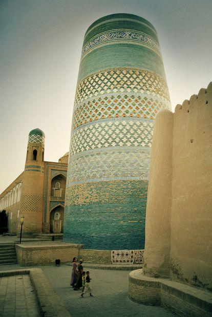 La torre de Kalta Minor, en Khiva (Uzbekistán), fue construida a mediados del siglo XIX y mide 26 metros