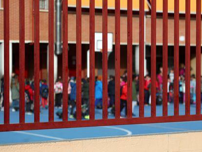 Un colegio en Madrid. Los centros escolares cerrarán durante dos semanas a partir del miércoles 11 de marzo.