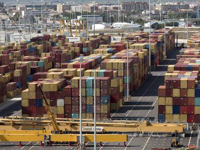Contenedores en el puerto de Valencia.