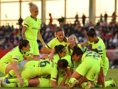 Las jugadoras del Barcelona celebran el gol de Hamraoui ante el Bayern.