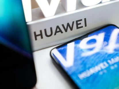 Unidades Huawei, a la venta en un establecimiento.