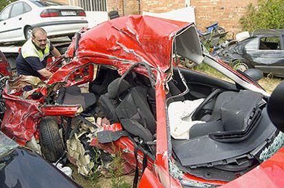 Estado del vehículo tras el accidente en el que murieron tres jóvenes en Platja d'Aro (Girona).