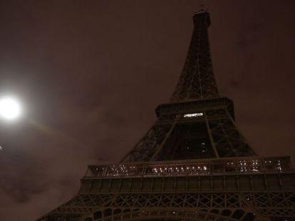 La torre Eiffel el 14 de noviembre de 2015.