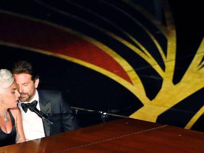 Lady Gaga y Bradley Cooper cantan 'Shallow' en los Oscar. Vídeo: REUTERS. Foto: MIKE BLAKE.