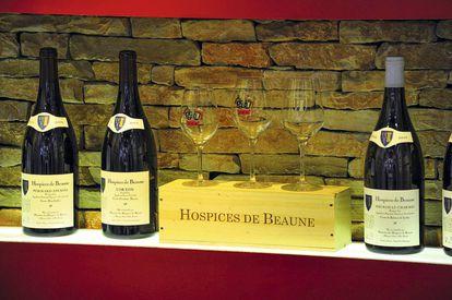 Botellas de vino de Hospices de Beaune subastadas en la venta pública de 2018.