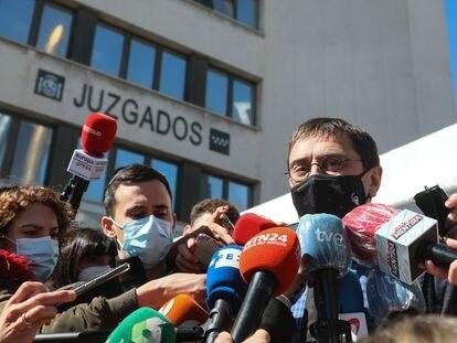 Juan Carlos Monedero, a su salida de los juzgados de Plaza de Castilla, este lunes.