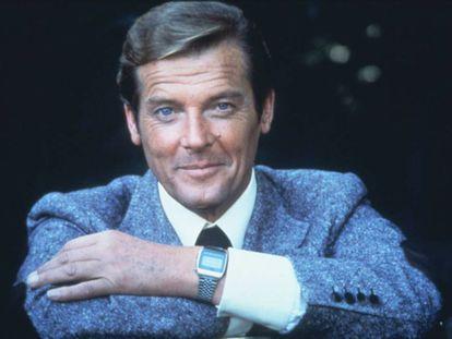 Roger Moore fue, al mismo tiempo, Bond y su parodia, la más lúdica y dionisiaca encarnación del personaje. En la imagen, el británico interpretando al agente 007 en 'Moonraker' (1979).