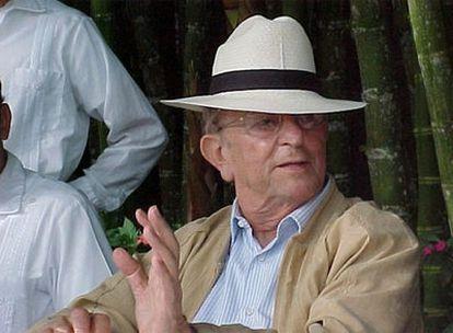 Marcial Maciel, sacerdote y fundador de los Legionarios de Cristo, fotografiado en México en fecha indeterminada. Juan Pablo con su amigo y confesor Marcial Maciel, en 2004.