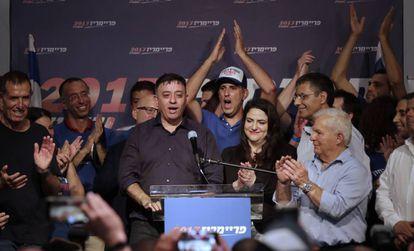 Avi Gabbay celebra su victoria en las primarias laboristas, este lunes en Tel Aviv (Israel).