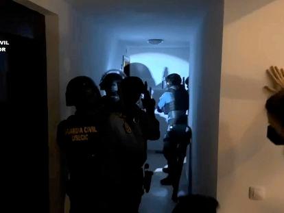 Momento de la operación de la Guardia Civil que ha concluido con 10 detenidos por robar más de un millón de euros reventando cajeros.