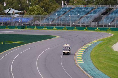 Un sector del circuito de Albert Park, en Melbourne, completamente vacío.