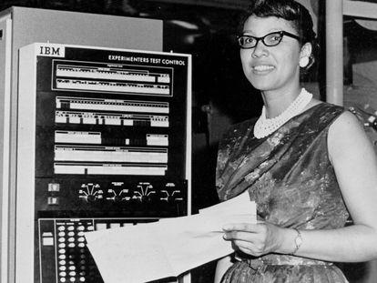 Melba Roy, responsable del grupo de matemáticos de la NASA en 1958, momento en que se les empezaba a llamar informáticos.
