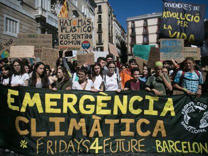 Manifestacion por el clima este viernes en Barcelona.