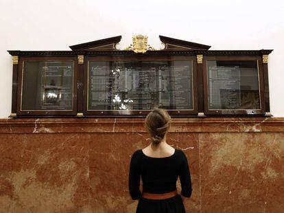 Obra 'Democracia Fiscal' de Juan Luis Moraza, parte de la exposición de la muestra 'El poder del arte. Obras de la Colección del Museo Reina Sofía' en el Congreso de los Diputados.