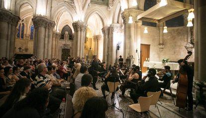 Concierto de la Camerata Internacional de Barcelona en la cripta de la Sagrada Familia.