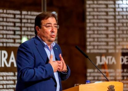 El presidente de la Junta de Extremadura, Guillermo Fernández Vara, comparece en una rueda de prensa, el pasado 1 de julio.