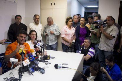 Leopoldo Lopez y María Corina Machado durante la rueda de prensa convocada esta tarde en Caracas.