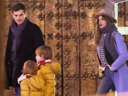 Iker Casillas, Sara Carbonero y sus dos hijos, el pasado diciembre en Corral de Almaguer, Toledo.