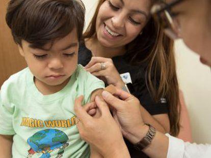 Los pediatras advierten de que ha existido durante la pandemia retrasos en la puesta de algunas dosis en menores de un año. Una situación que, actualmente, los médicos de Atención Primaria están revirtiendo
