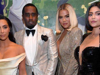 Kim Kardashian, Diddy, Khloé Kardashian y Kylie Jenner, en la fiesta de cumpleaños del músico.