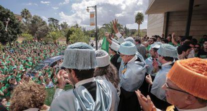 Manifestación de la marea verde en el rectorado de la Universidad de las Islas Baleares.