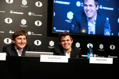Kariakin y Carlsen durante la conferencia de prensa tras la 11ª partida