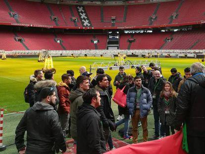 Alumnos del Johan Cruyff Institute en el  Study Trip a Ámsterdam, en la visita al Johan Cruijff Arena.