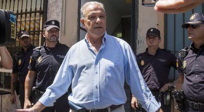 Ángel Ojeda sale de los juzgados de Cádiz el 6 de agosto.
