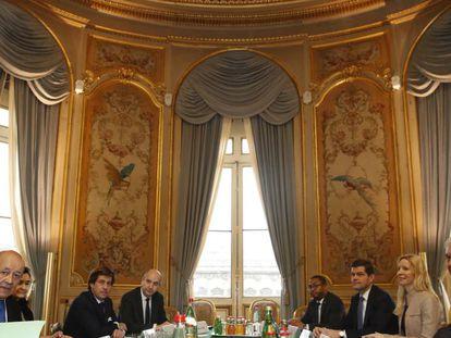 El ministro francés de Exteriores, Jean-Yves Le Drian, segundo por la izquierda, frente a su homólogo estadounidense, Rex Tillerson, en París