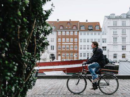 Las personas que se mueven en bicicleta pesan cuatro kilos menos de media que los que usan el coche