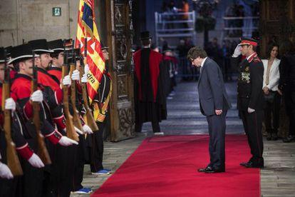 Carles Puigdemont entra en el Palau de la Generalitat.