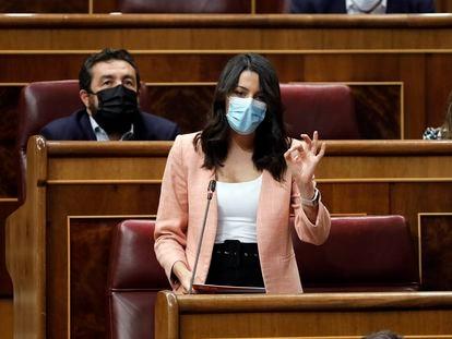 La líder de Ciudadanos, Inés Arrimadas, en un pleno de sesión de control al Gobierno en el Congreso de los Diputados.