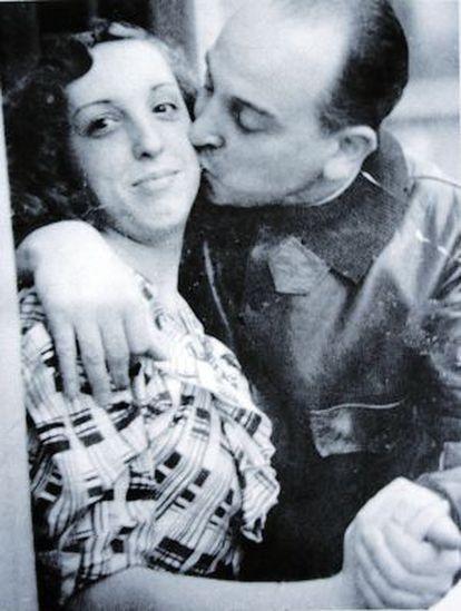 Melchor Rodríguez con su hija Amapola en una foto familiar.