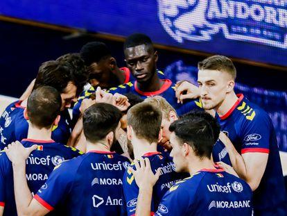 Los jugadores del Morabanc Andorra, antes de un partido de Liga. acbphoto