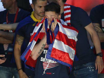 Torres se seca las lágrimas en la celebración del Atético de la Liga Europa.