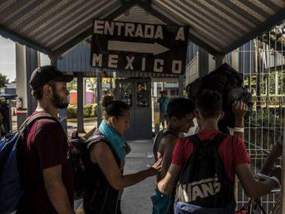 En un gesto histórico, el Gobierno de López Obrador ha ofrecido permisos de residencia por razones humanitarias a todos los migrantes centroamericanos este jueves en la frontera