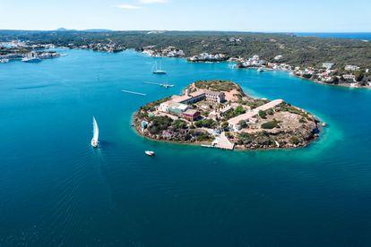Vista aérea de la Isla del Rey de Menorca, cortesía de Hauser & Wirth.