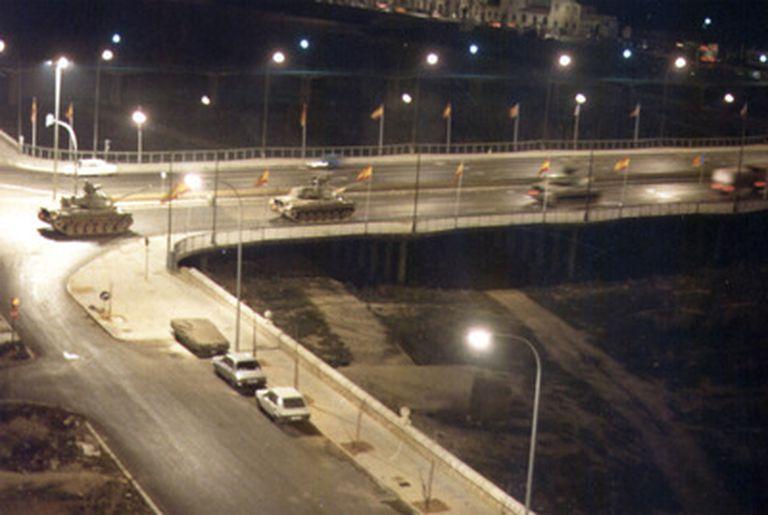 Los tanques recorren Valencia durante el intento de golpe de Estado del 23-F (TVE, sin datos del autor)