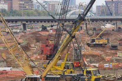 Obras en la zona de Sagrera para la construcción de la linea del AVE dirección Girona frontera Francesa.