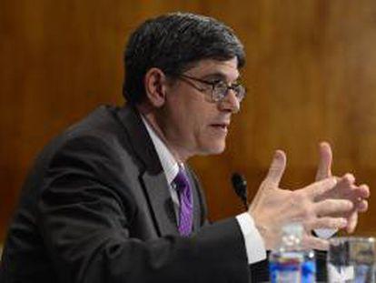"""Fotografía tomada el pasado 8 de mayo en la que se registró al secretario del Tesoro de EE.UU., Jack Lew, quien indicó que pese a las nuevas medidas, """"el Congreso debe actuar"""" para elevar el techo de la deuda. EFE/Archivo"""