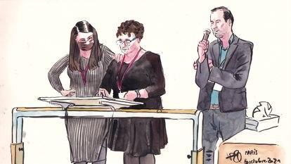 Cristina Garrido, madre de un asesinado en el Bataclan, testifica ante el tribunal junto a su hija y un intérprete al francés.