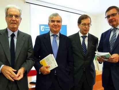 De izquierda a derecha, Antonio Garrigues, José María Bergareche, Ricardo Gómez y Agustín Garmendia.