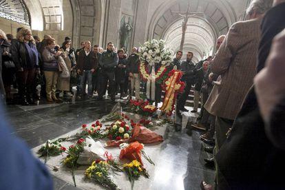 Tumba de Franco en el 43º aniversario de su muerte.