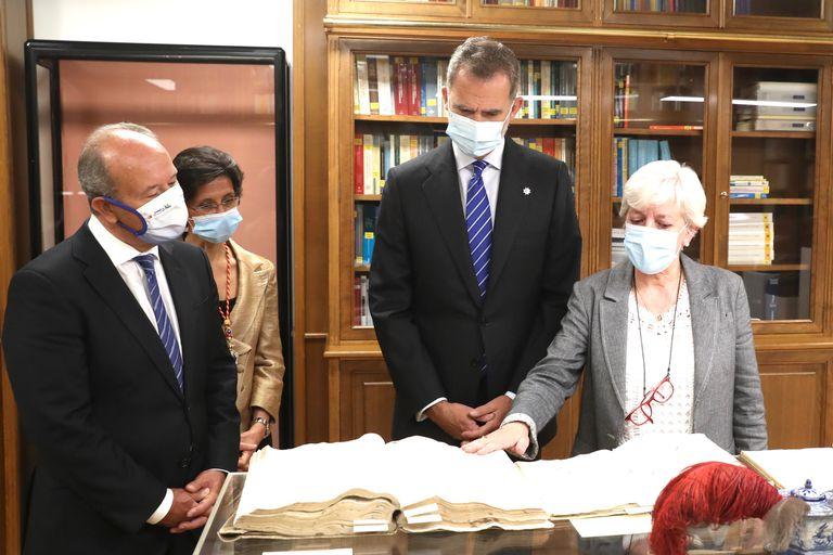 Felipe VI y el ministro de Justicia, Juan Carlos Campo, este jueves en la sede del Tribunal de Cuentas en Madrid.