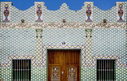 Fachada de una casa en el barrio valenciano de El Cabanyal.